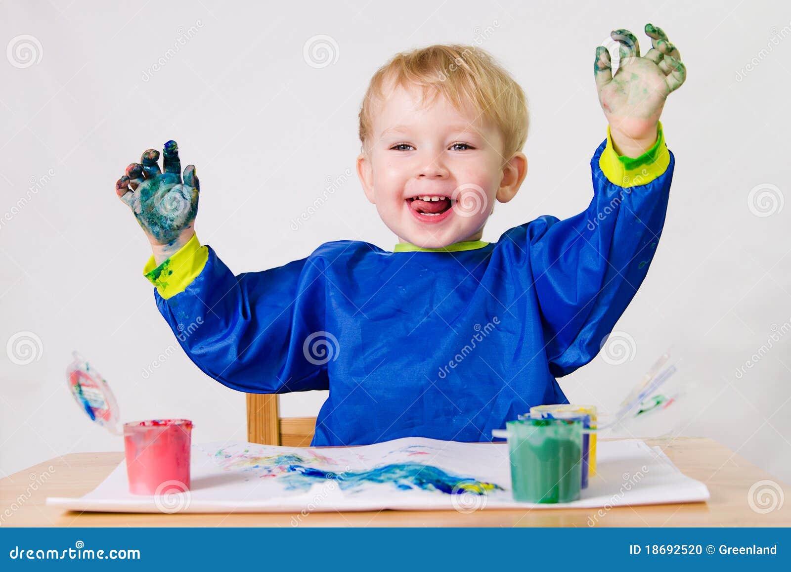 幼儿画画的照片