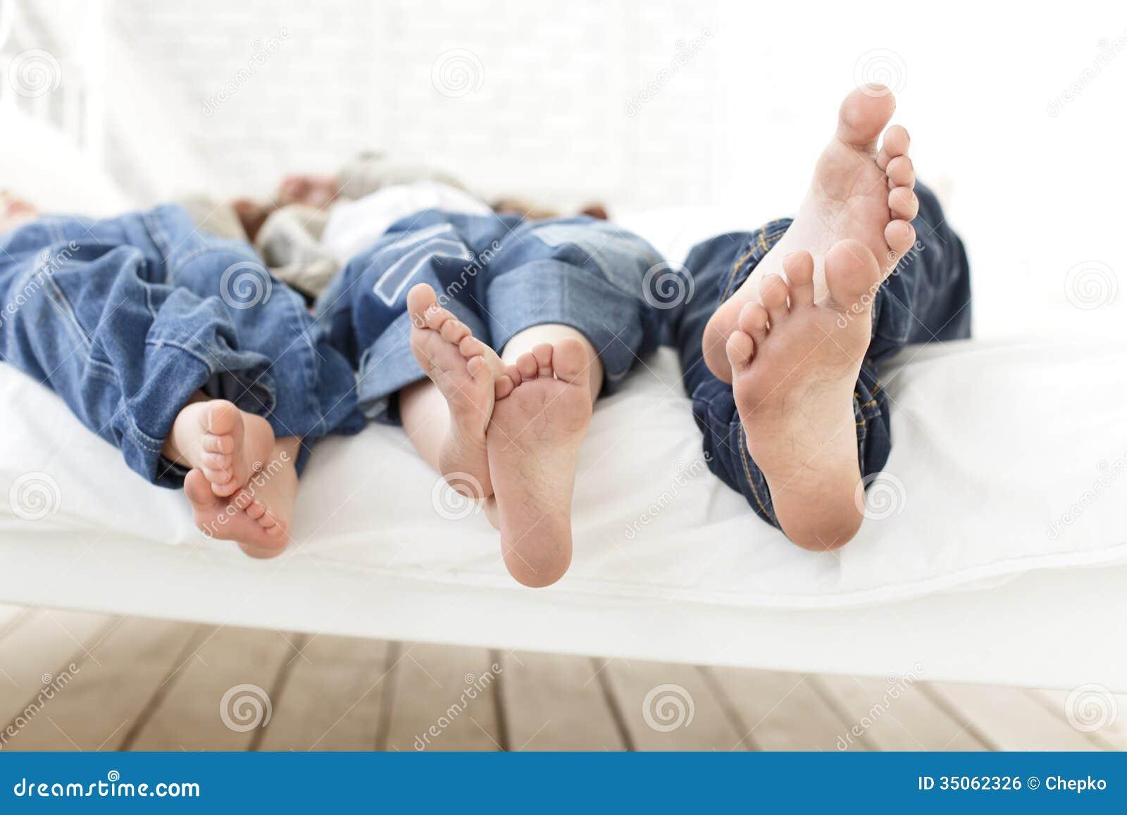 儿童脚 免版税库存图片