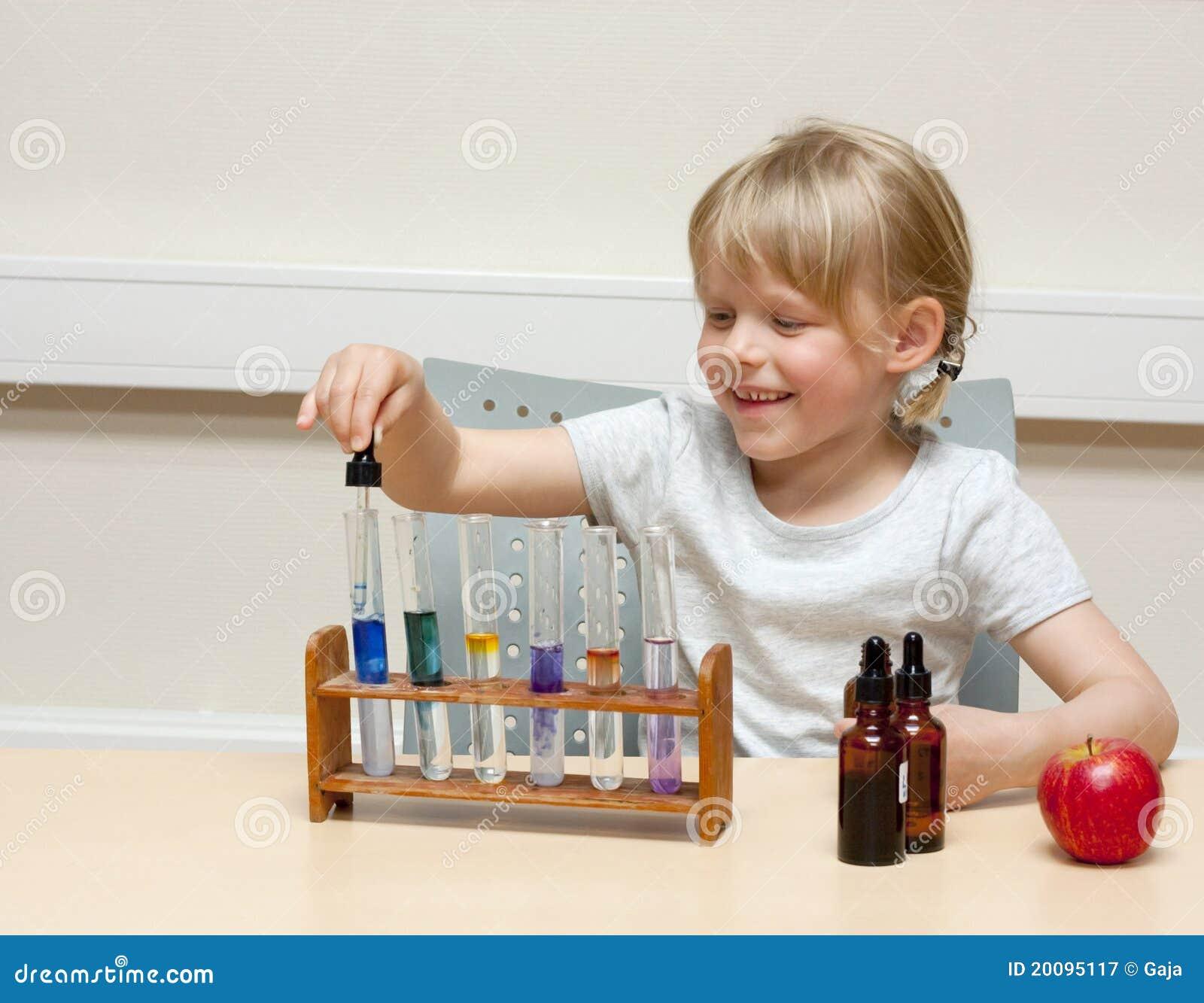 儿童科学家 免版税图库摄影