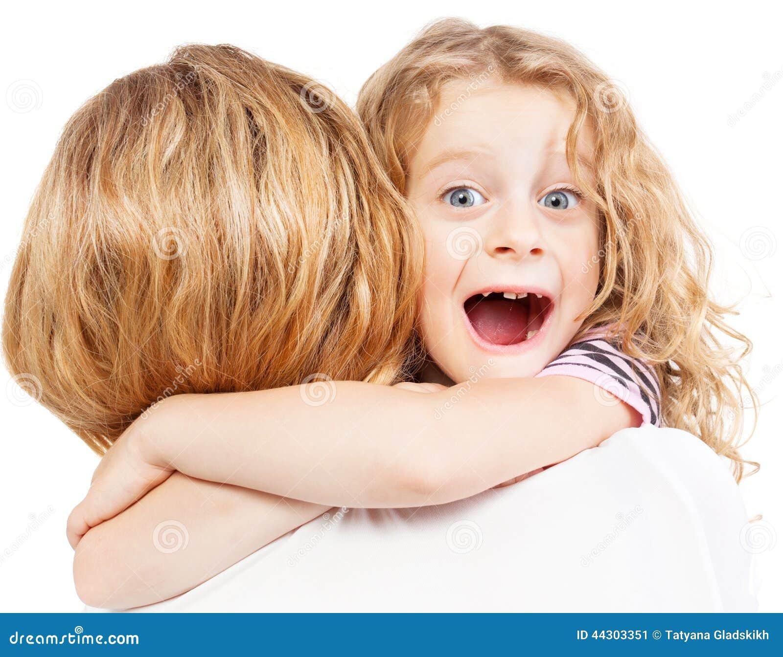 儿童拥抱的母亲 库存照片