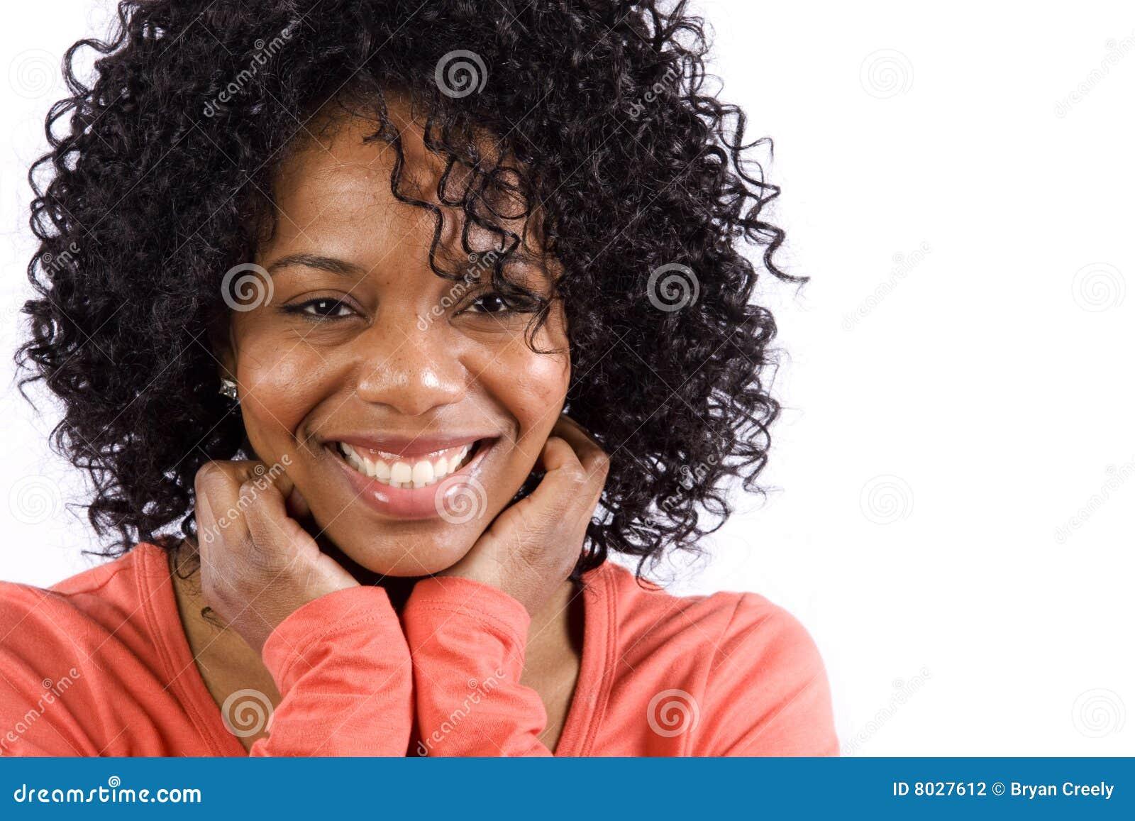 非洲裔美国人女孩微笑
