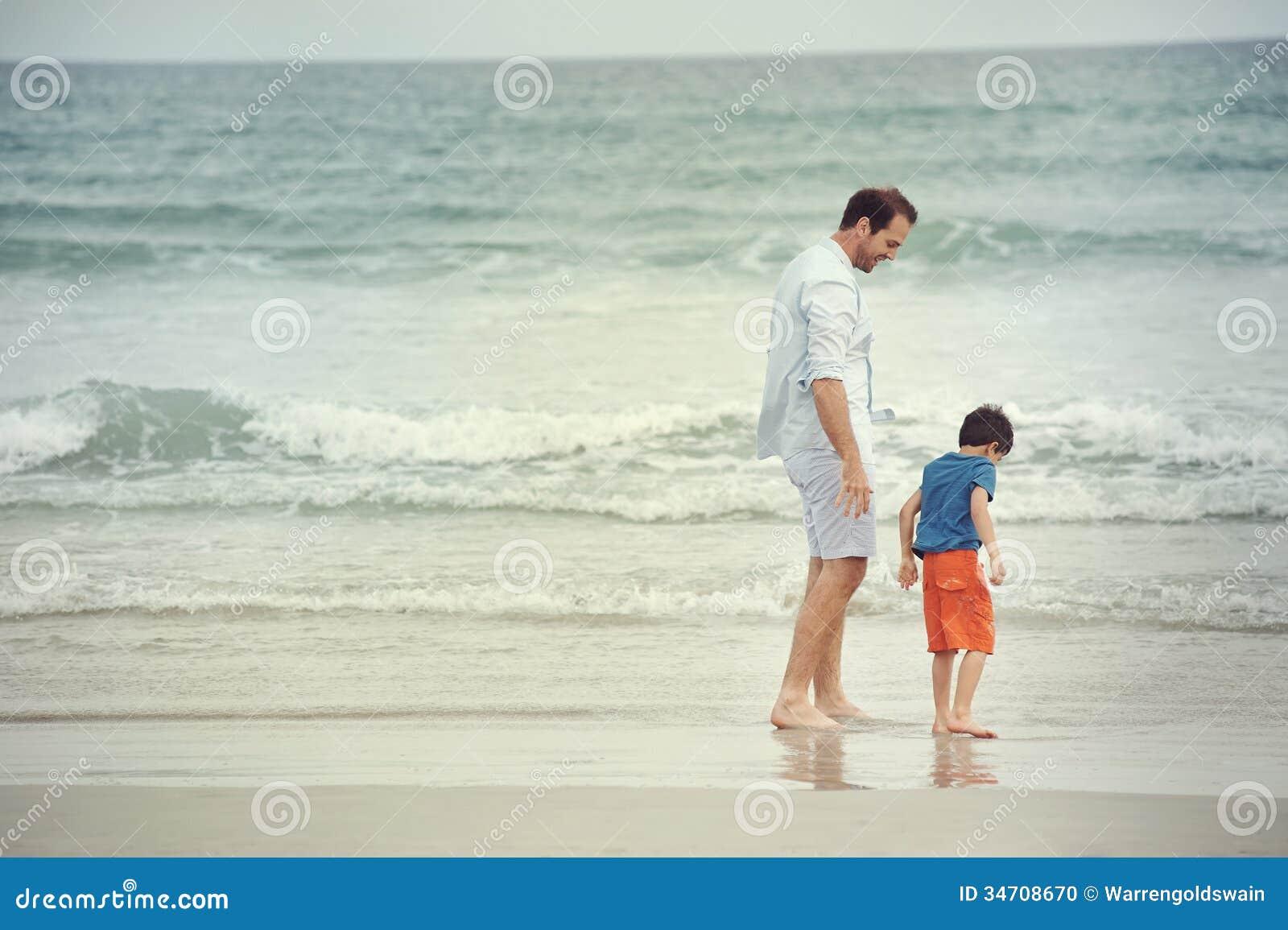 海边儿童图画
