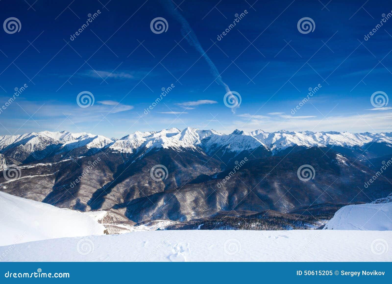 高加索山脉美好的冬天风景