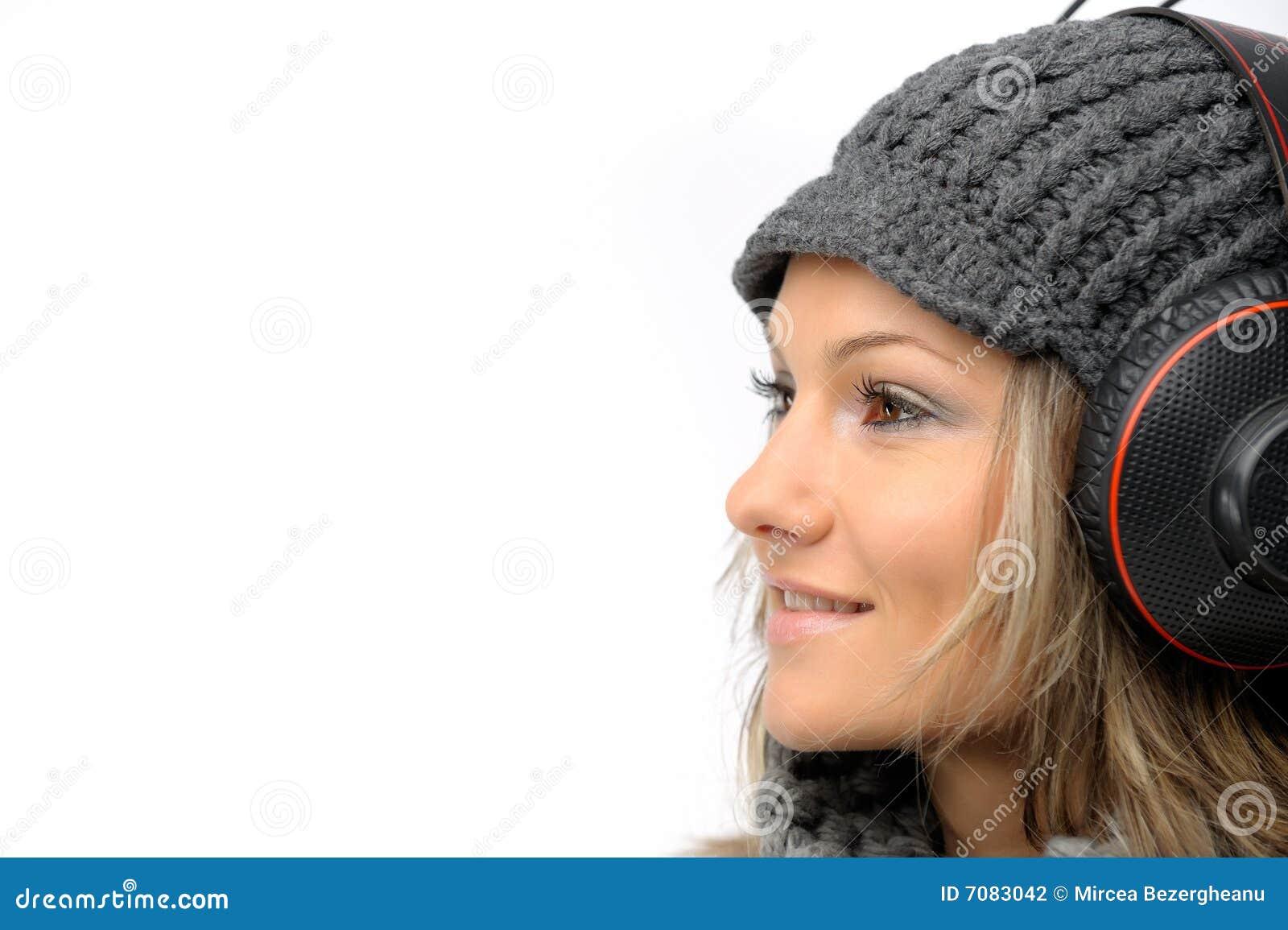 给女孩耳机冬天穿衣 图库摄影