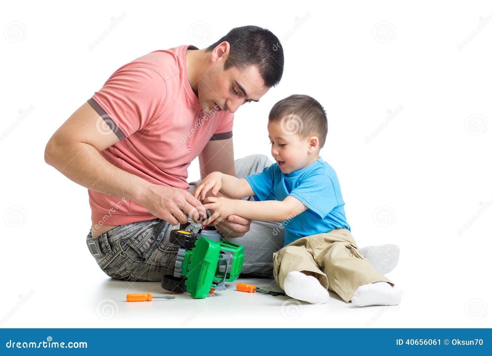 亲修理玩具汽车