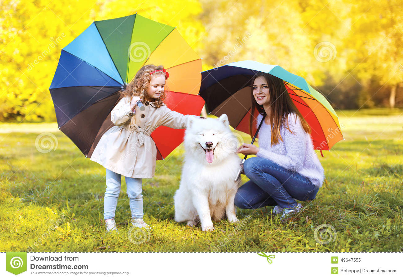 家庭,休闲,天气和人概念-有孩子的母亲