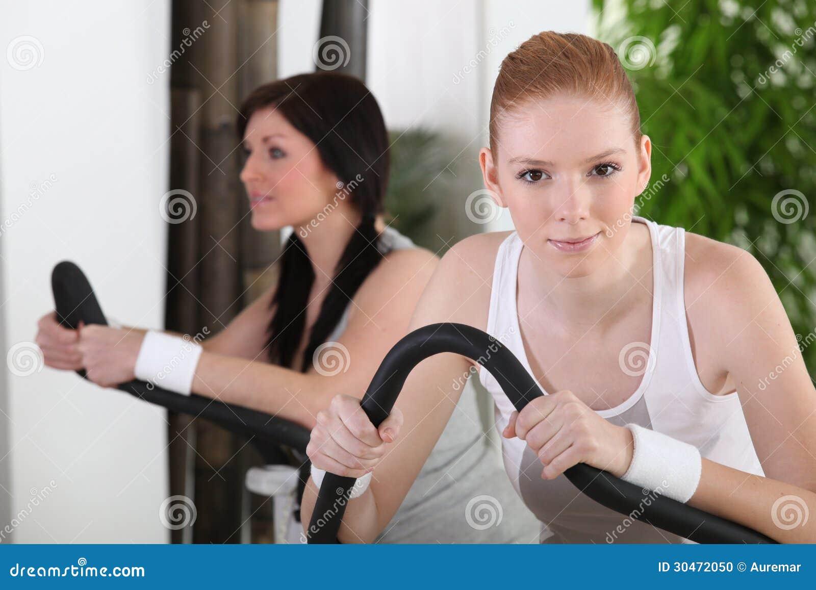 健身房的女孩 库存照片
