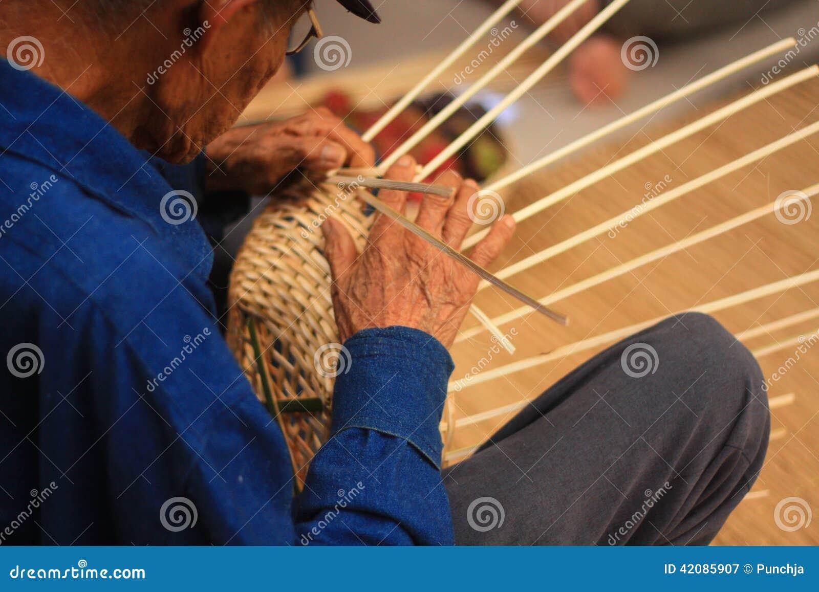 老人篮子编织法从竹子