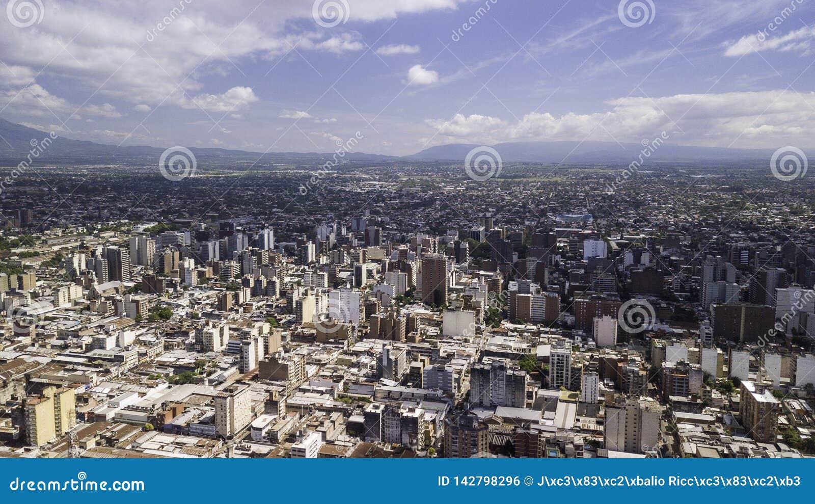 ¡ N/Argentina - 01 för San Miguel de Tucumà ¡ n/Tucumà 01 19: Flyg- sikt av staden av San Miguel de Tucumà ¡ n, Argentina