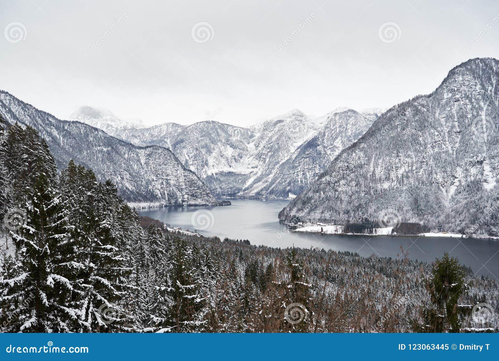 ¼ Ansicht von Berà hmtem Hallstätter sehen und von österreichischen Alpen in Hallstatt Winter