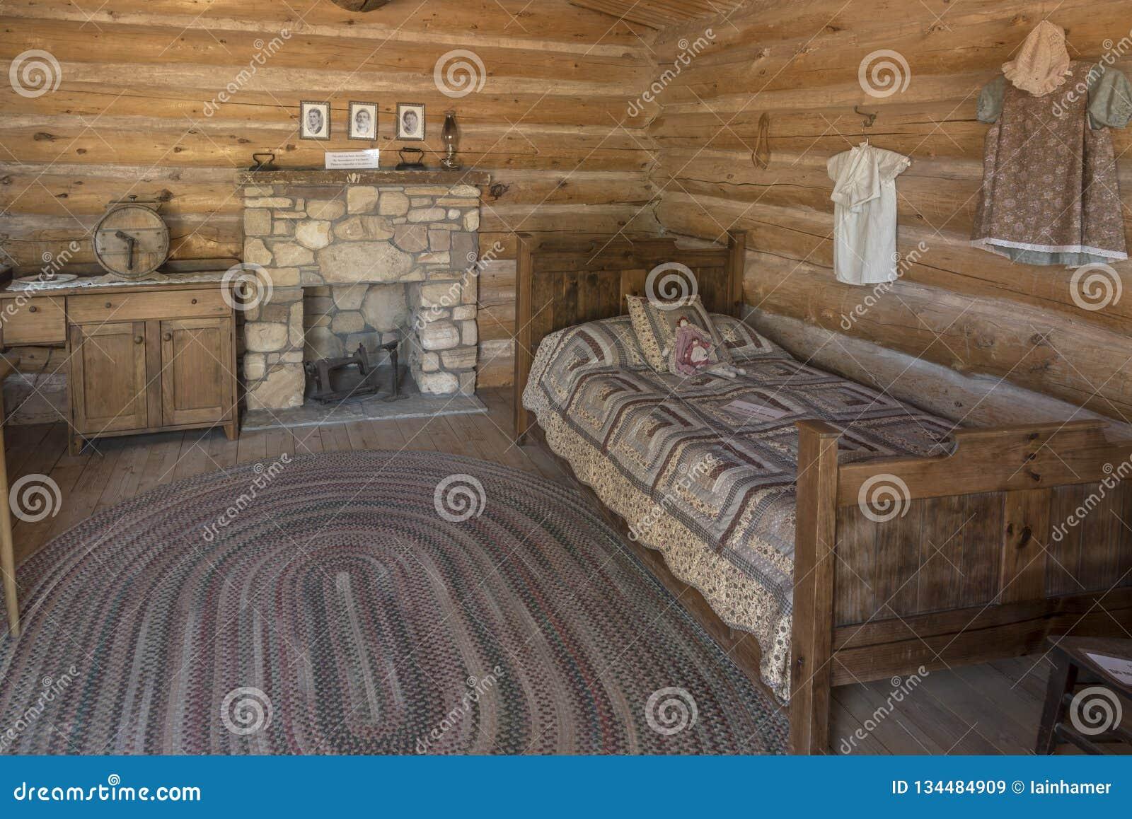 À l intérieur d un bluff reconstitué Utah de centre de visiteur de fort de bluff de cabine