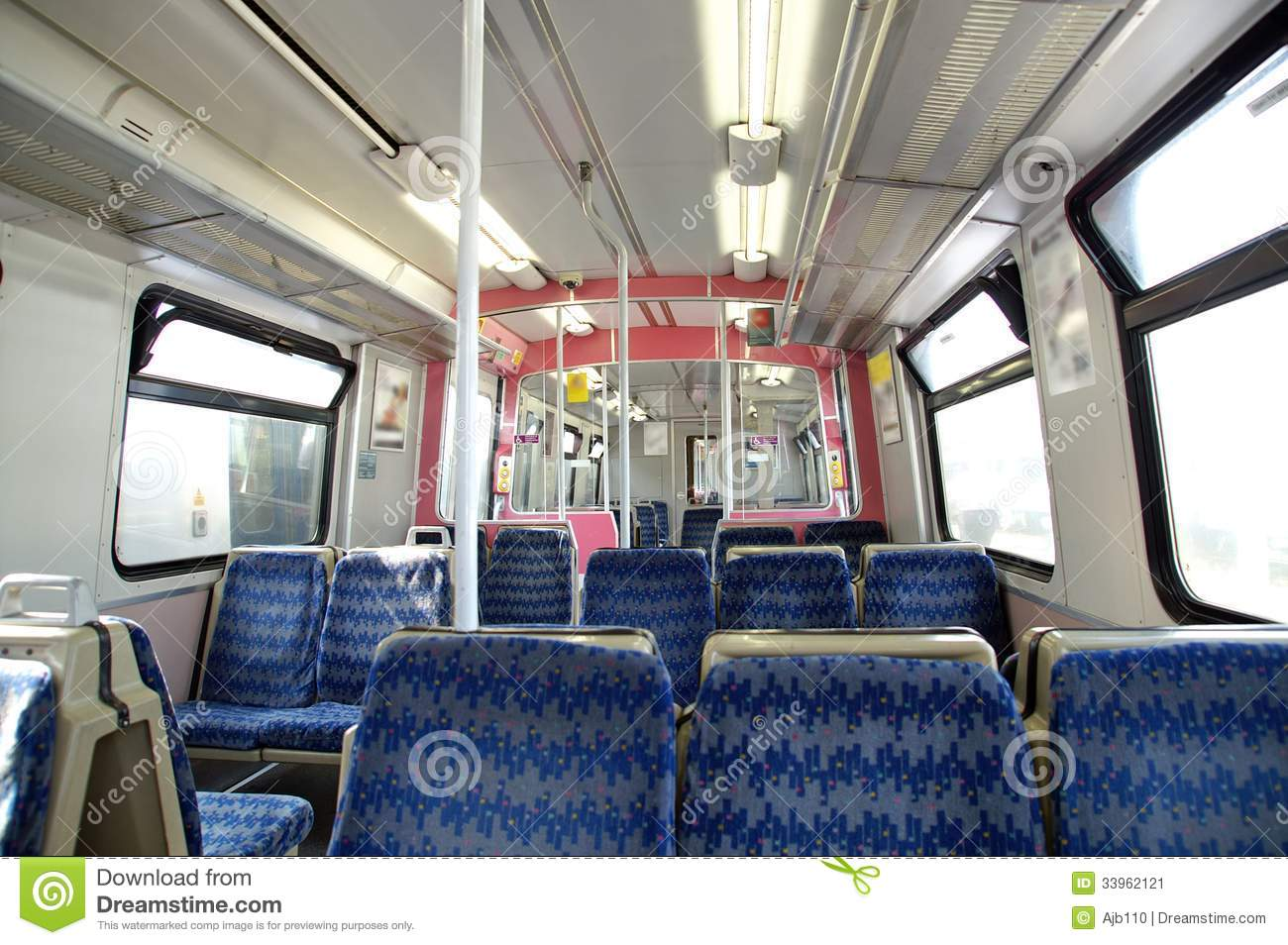 L 39 int rieur d 39 un chariot de train image stock image for A l interieur des gentils
