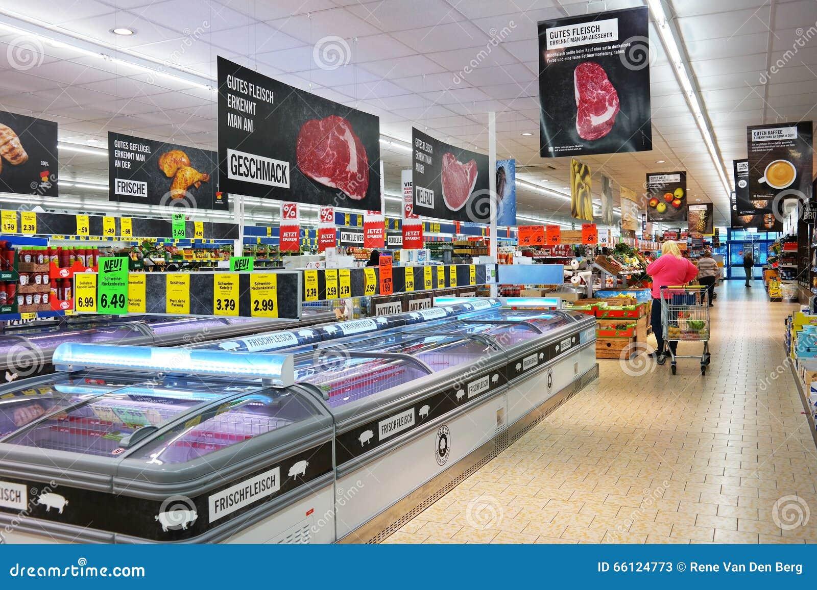l 39 int rieur d 39 un supermarch de lidl photo stock ditorial image du service c t 66124773. Black Bedroom Furniture Sets. Home Design Ideas