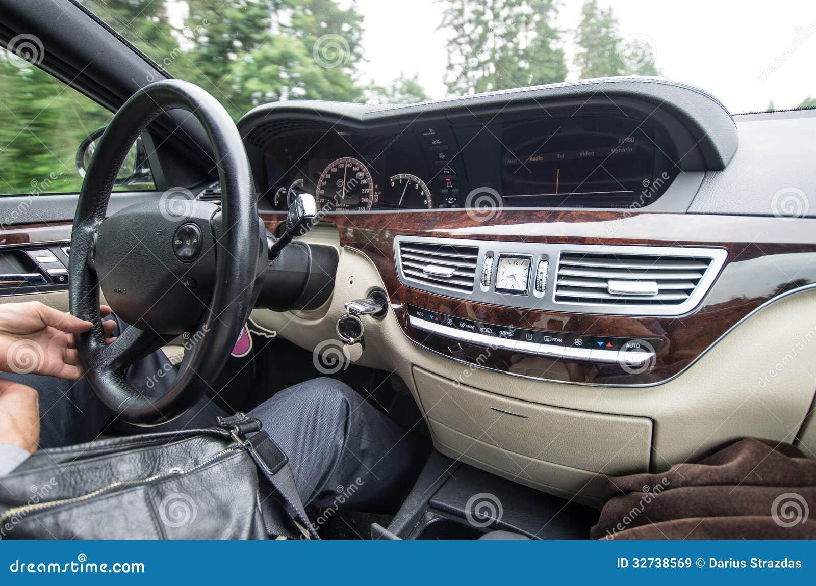 l 39 int rieur d 39 une voiture image stock image du int rieur cornement 32738569. Black Bedroom Furniture Sets. Home Design Ideas