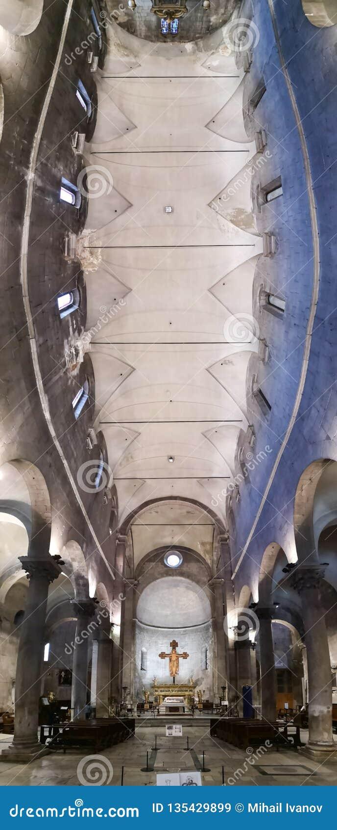 À l intérieur de l église de San Frediano à Lucques, l Italie