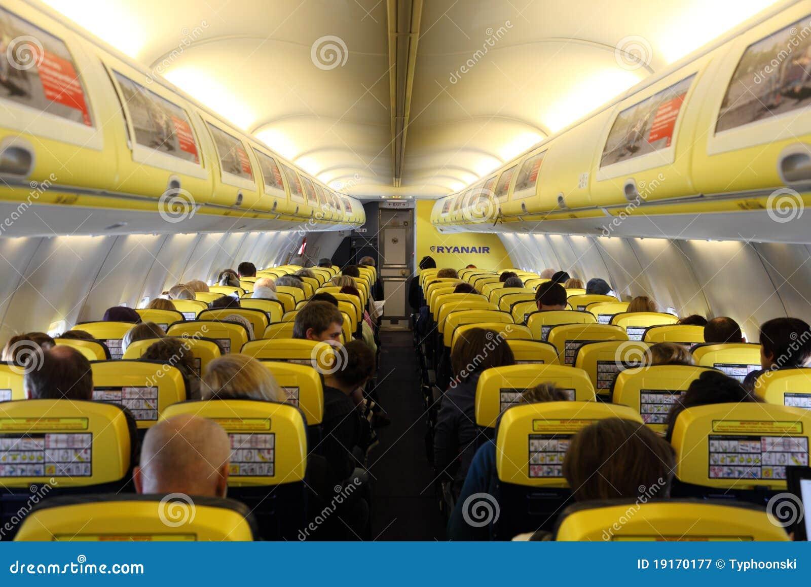 L 39 int rieur de de l 39 avion de ryanair photographie for A l interieur de l avion