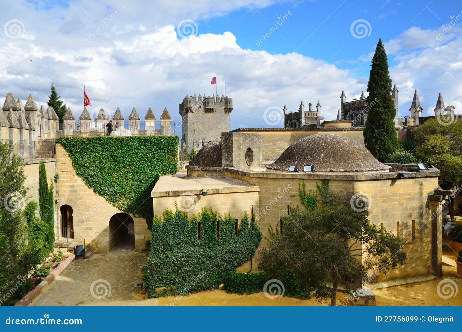 À l intérieur de du château d Almodovar restauré