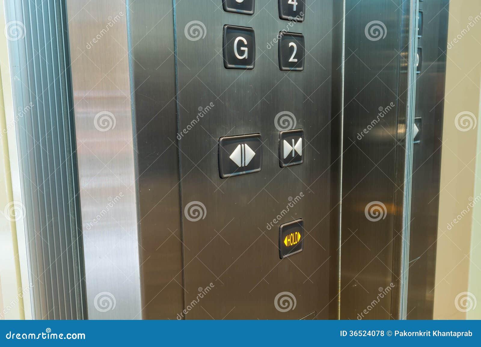 À l intérieur de l ascenseur