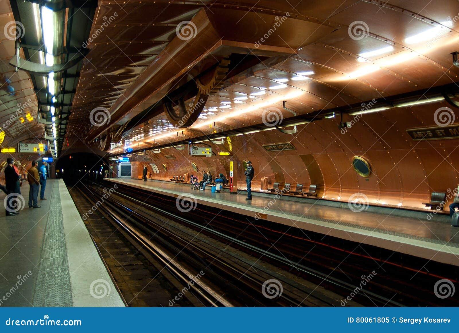 À l intérieur des arts et des métiers de station de métro 29 mars 2011 dans Pari