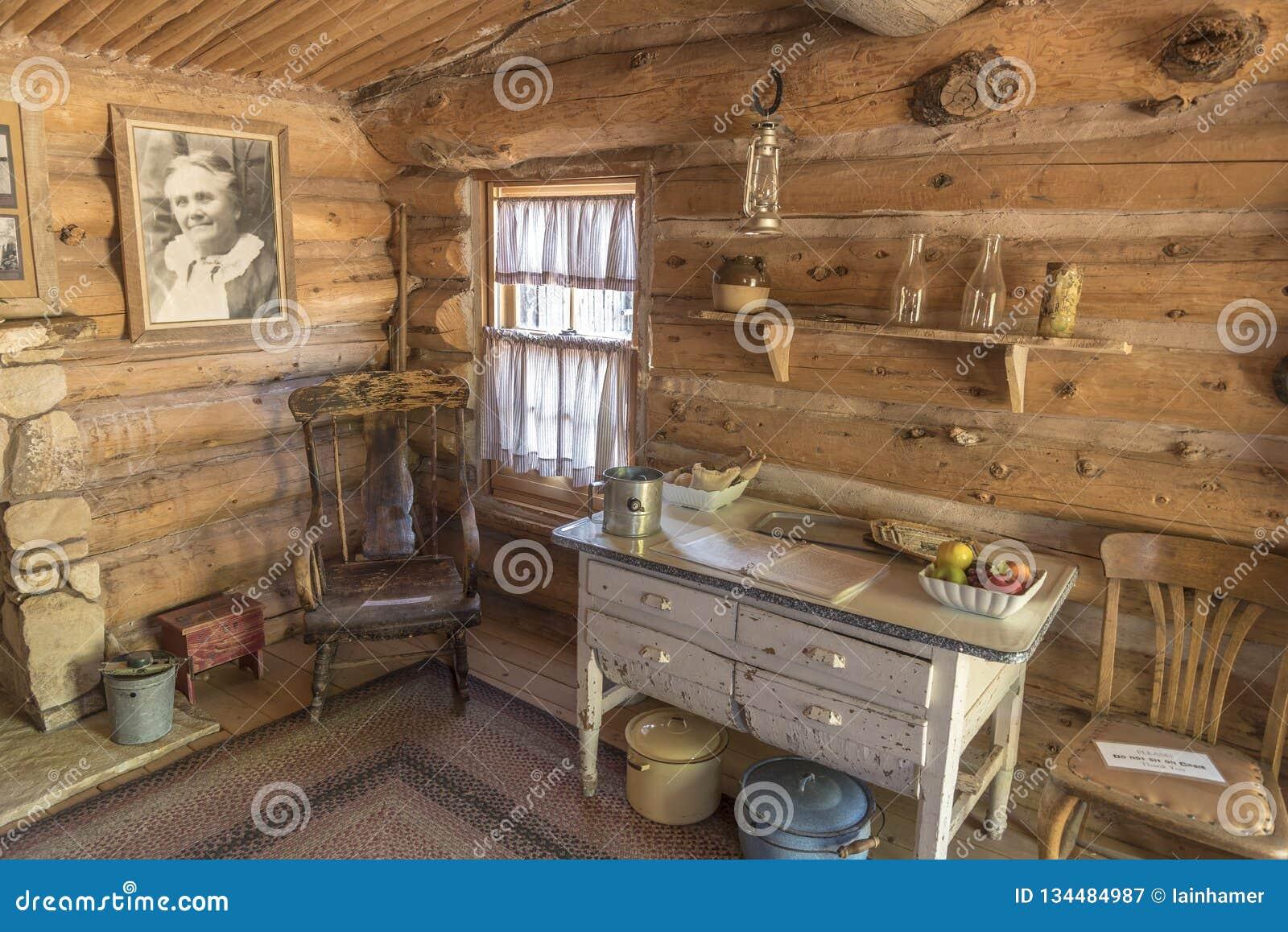 À l intérieur du fort reconstitué Utah de bluff de cabine
