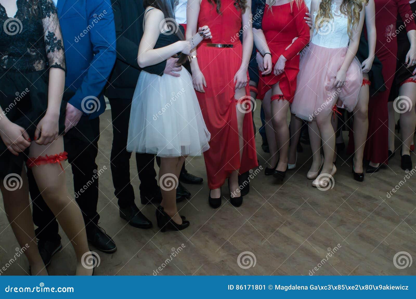 À la partie de bal d étudiants