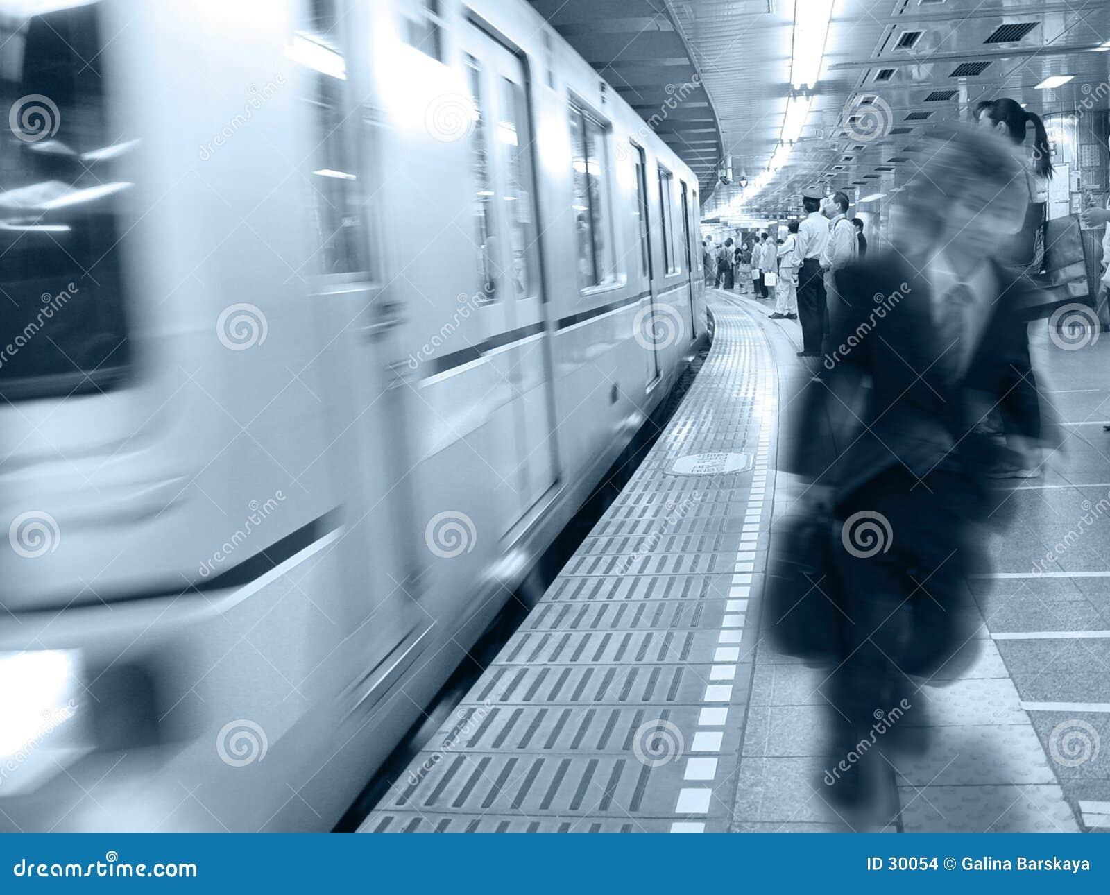 À la station de train