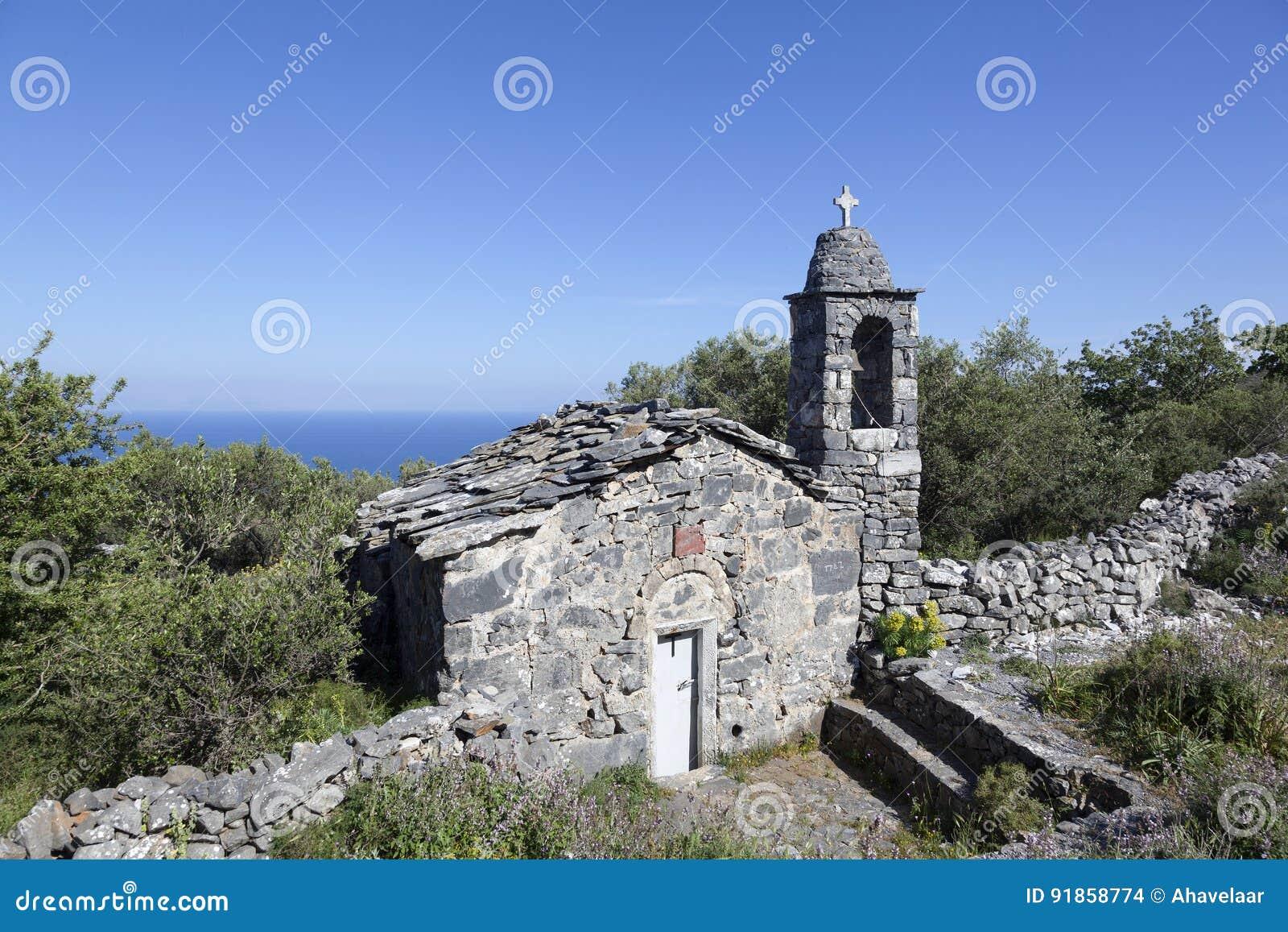 Ágios de pedra muito velhos Nicolaos do ekklesia da igreja em mani em p grego