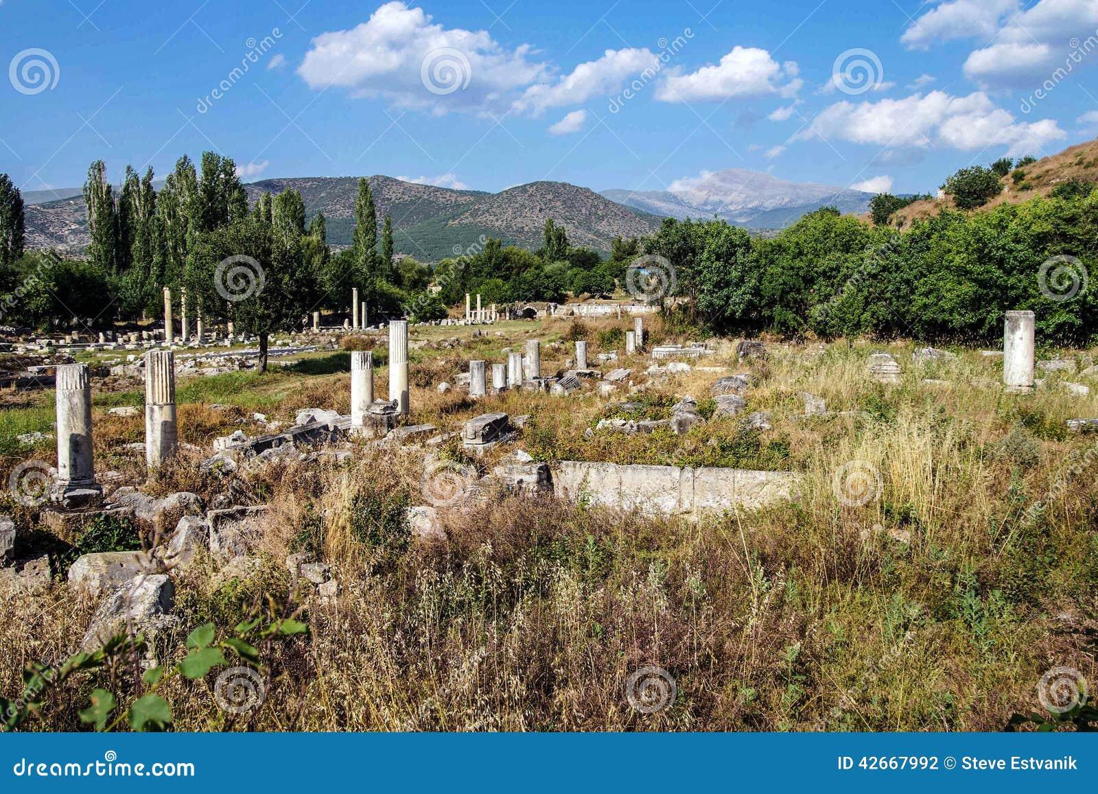 Ágora antiguo con las columnas de Dorian