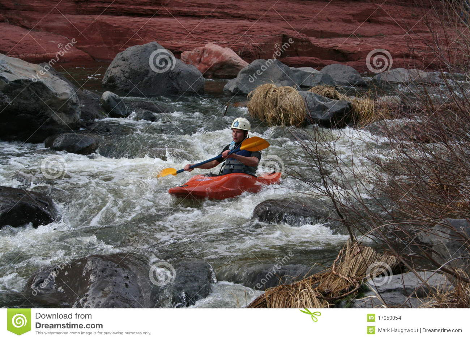 Água branca que kayaking