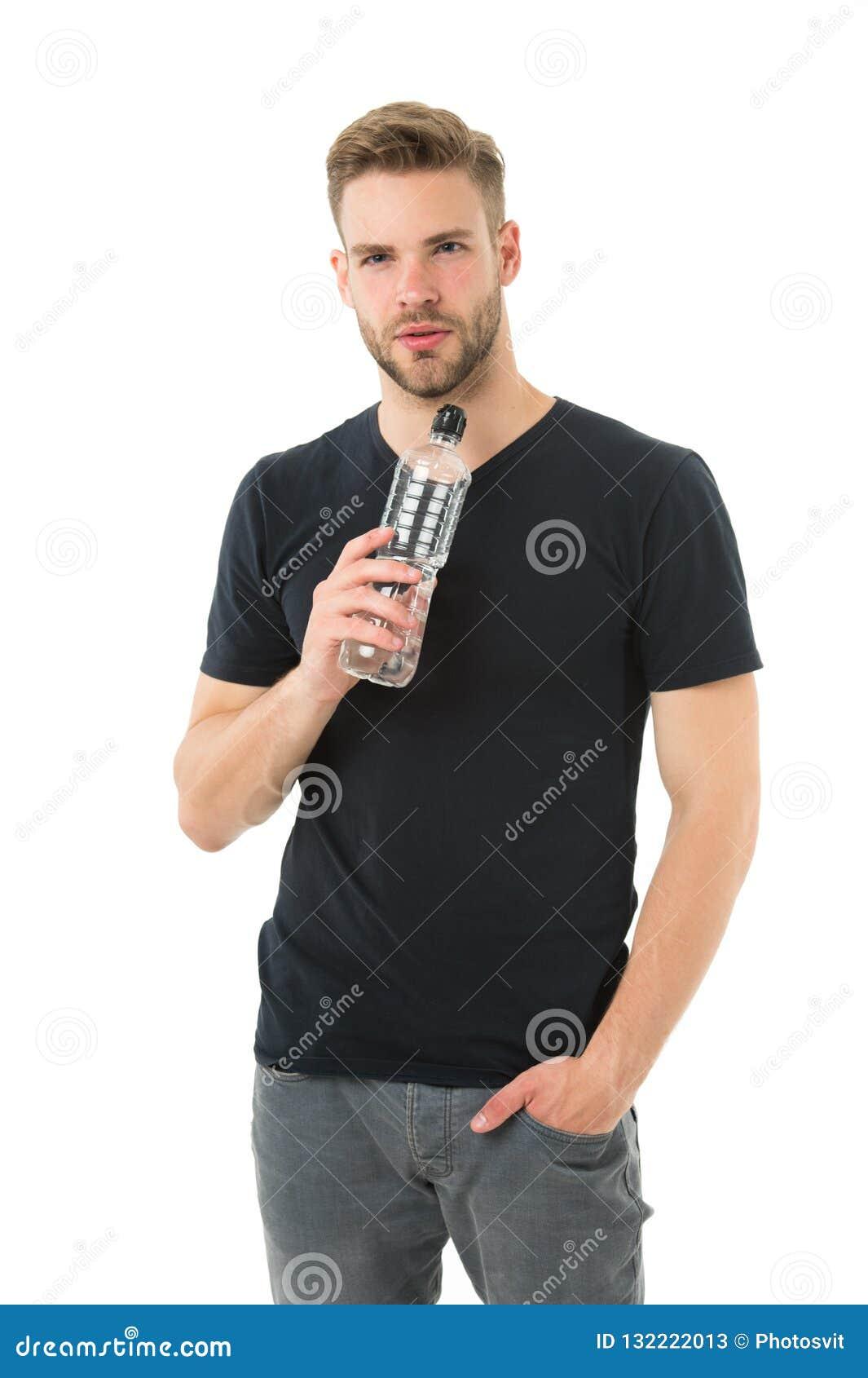Água da bebida do indivíduo no fundo branco Saúde do cuidado do homem e equilíbrio de água Corpo da nutrição da água da hidrataçã