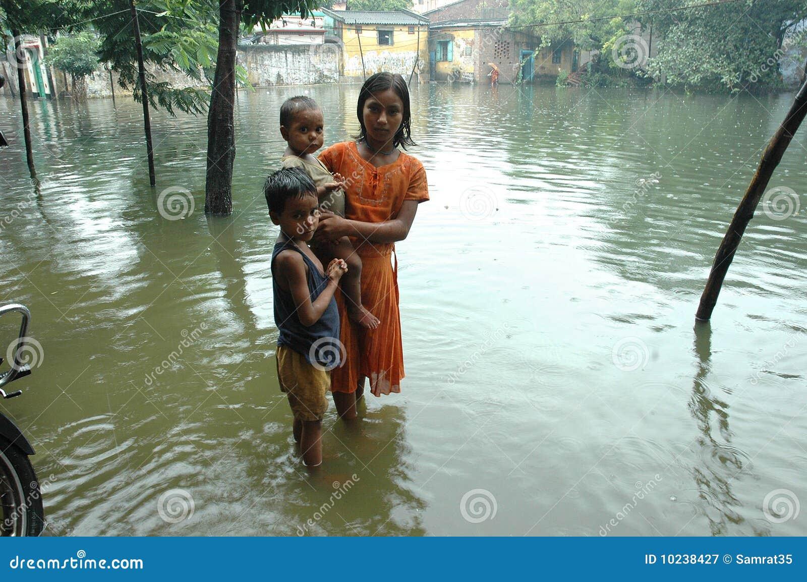 Água da causa das chuvas que entra Kolkata