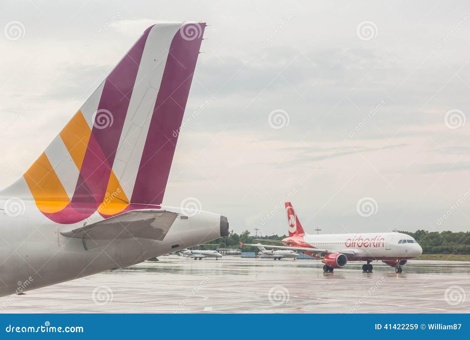 ÁGUA DE COLÔNIA, ALEMANHA - 12 DE MAIO DE 2014: Ar Berlin Airbus A320 em Colog
