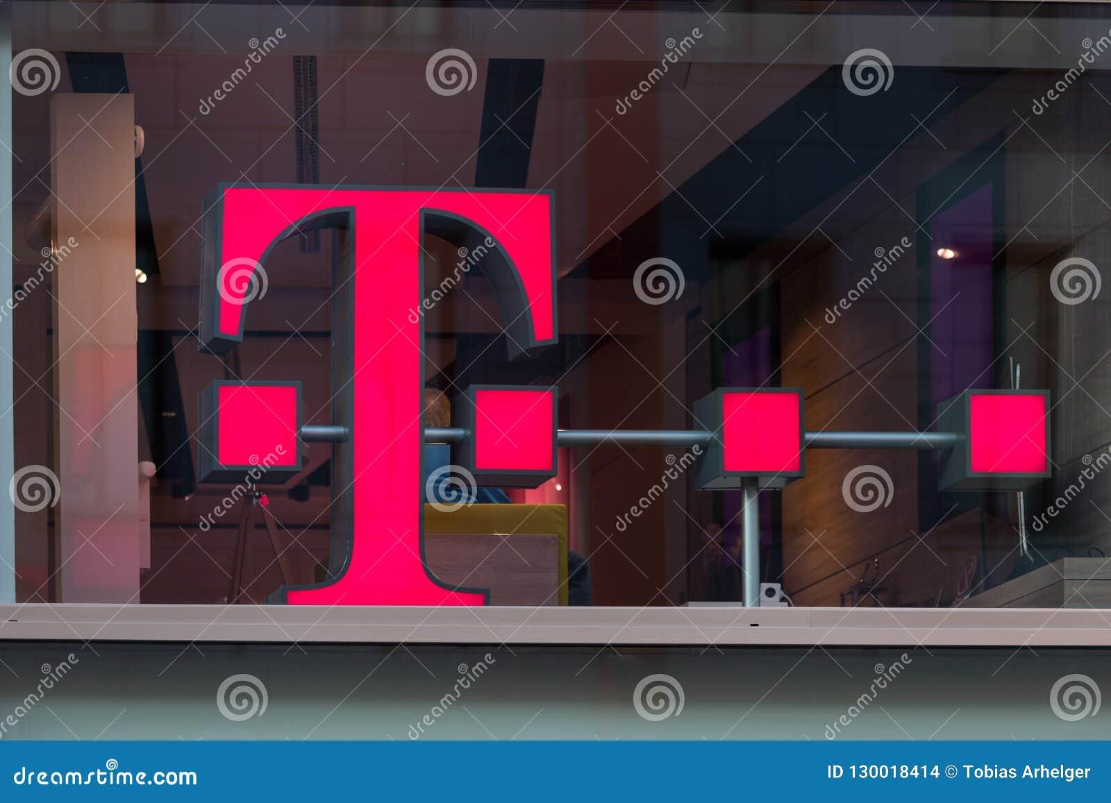 Água de Colônia, Reno-Westphalia norte/Alemanha - 17 10 18: Telekom assina dentro a água de Colônia Alemanha