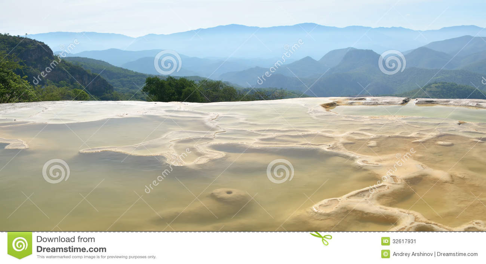 A água do EL de Hierve das molas térmicas em Oaxaca é um da maioria de Beau