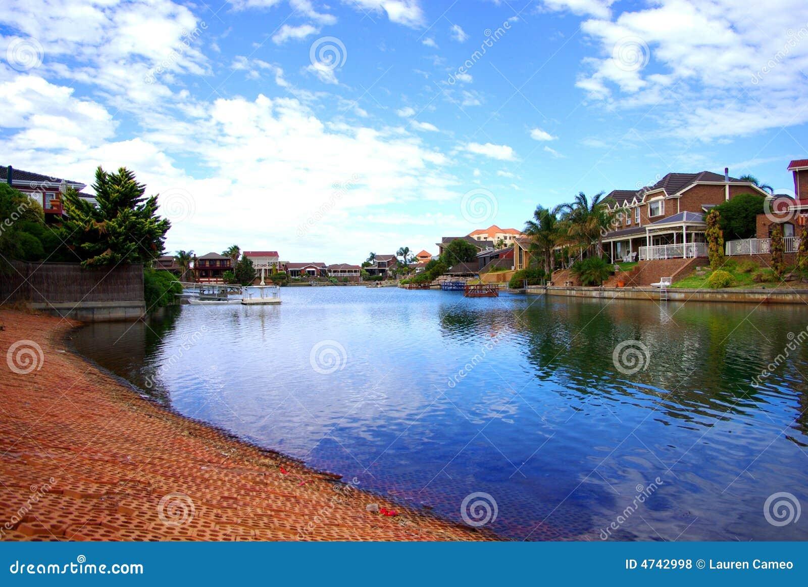 Água Glassy dos lagos ocidentais
