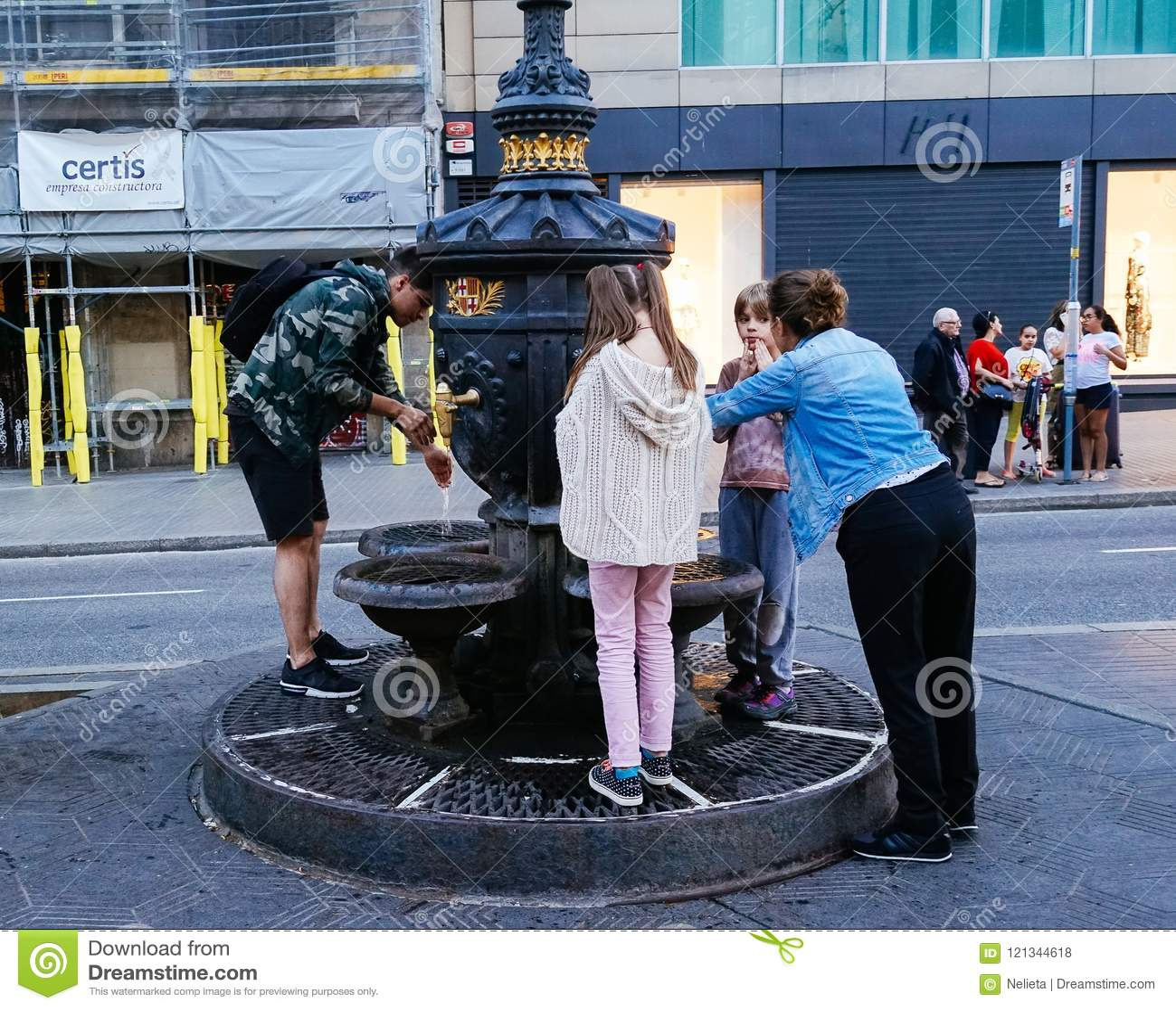 Água potável dos Locals da fonte de Canaletas