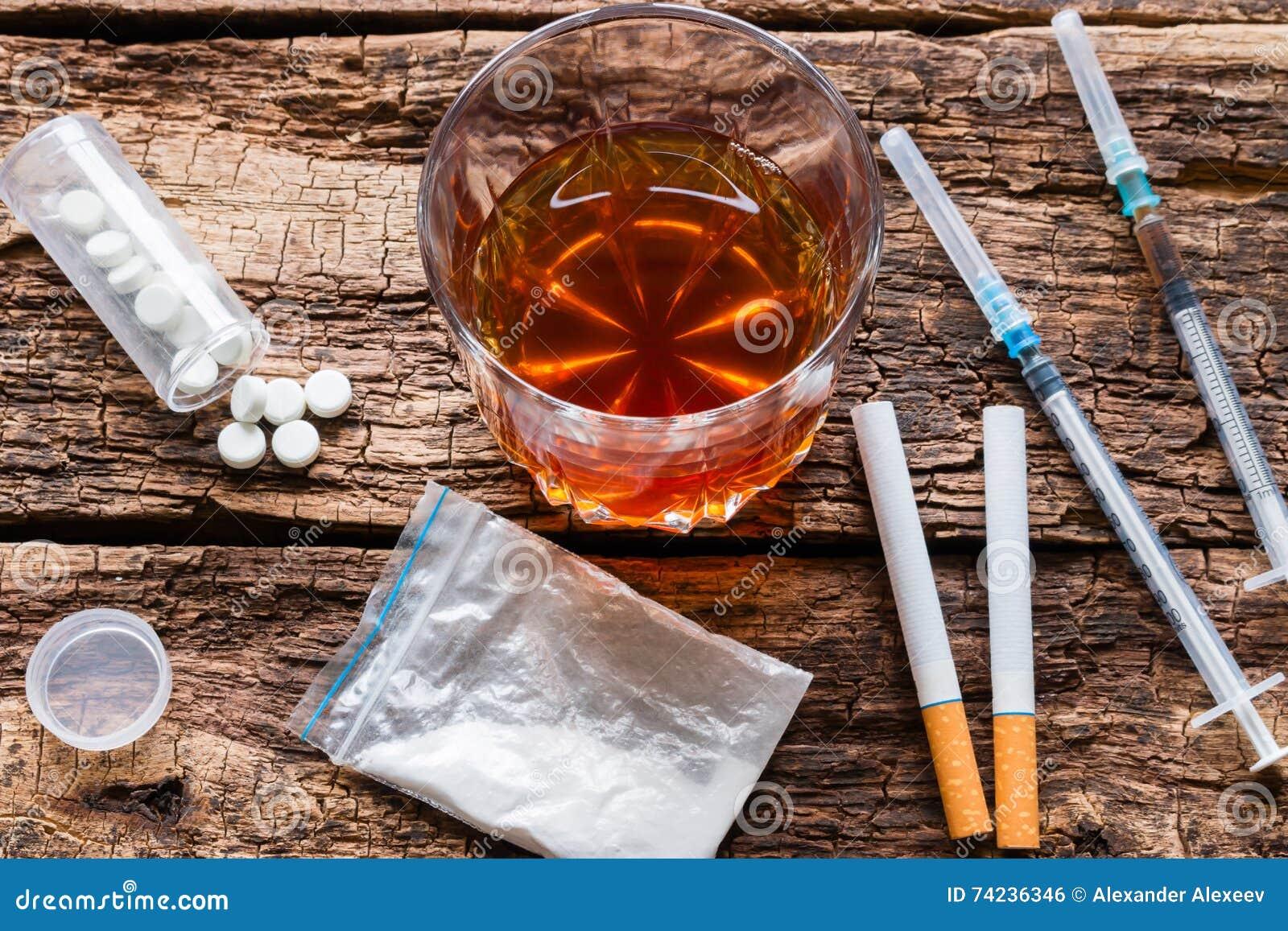 Álcool, cigarros e drogas