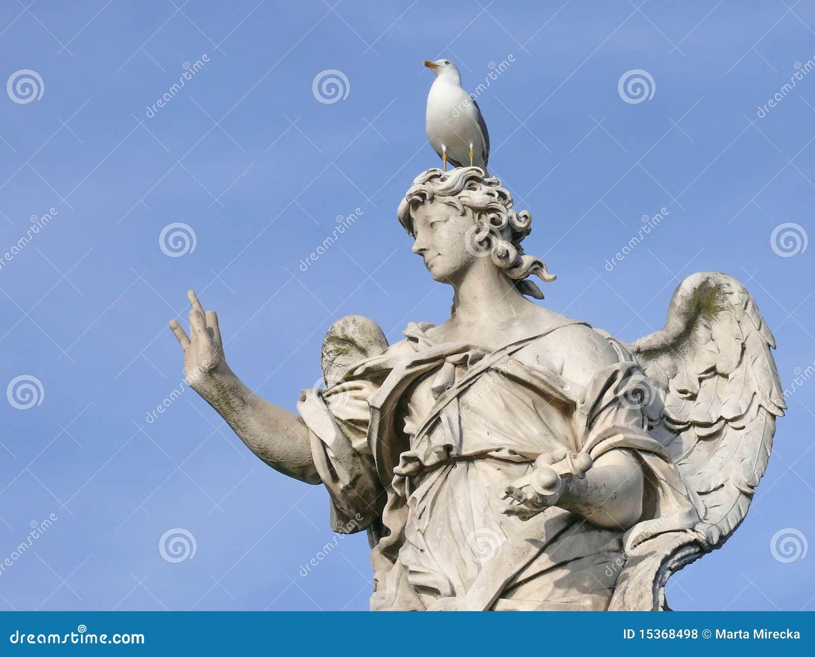 Ángel de mármol. Puente de Michaelangelo. Roma.