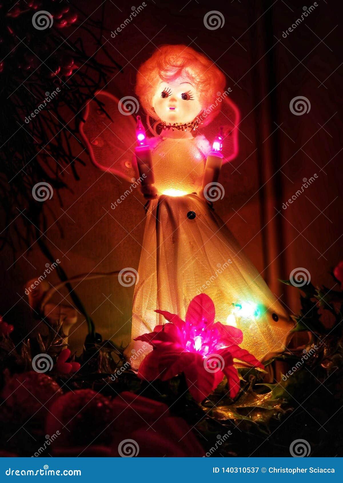 Ángel estacional iluminado de la Navidad del día de fiesta del vintage