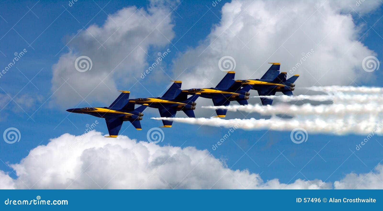 Ángeles azules en las nubes