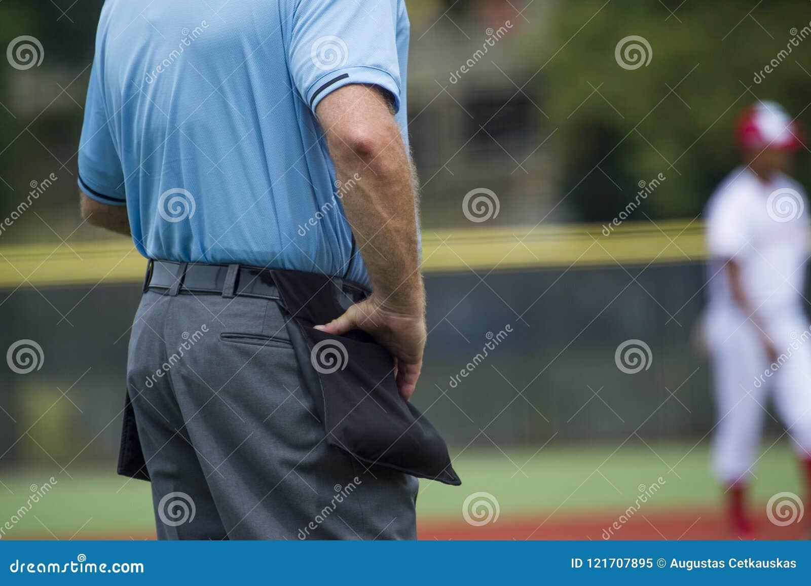Árbitro de placa no campo de basebol, espaço da cópia