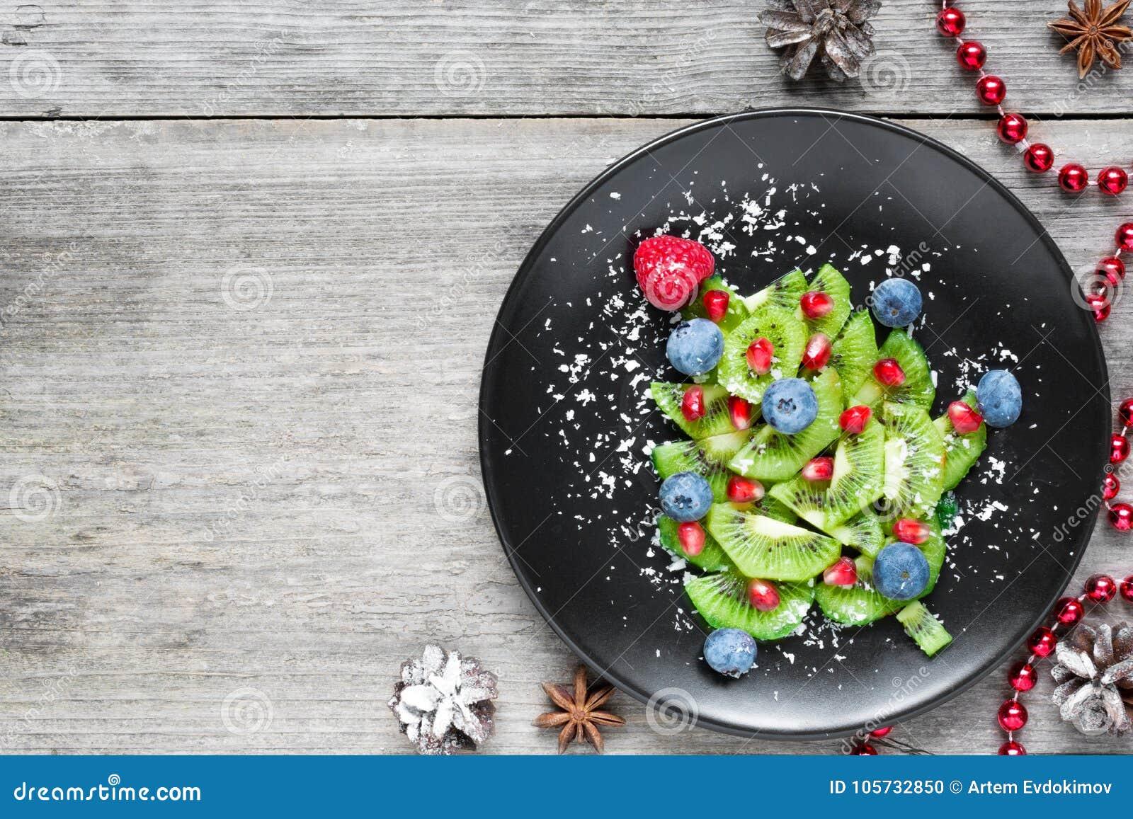 Árbol de Kiwi Christmas idea divertida de la comida para los niños Fondo de la comida de la Navidad y del Año Nuevo