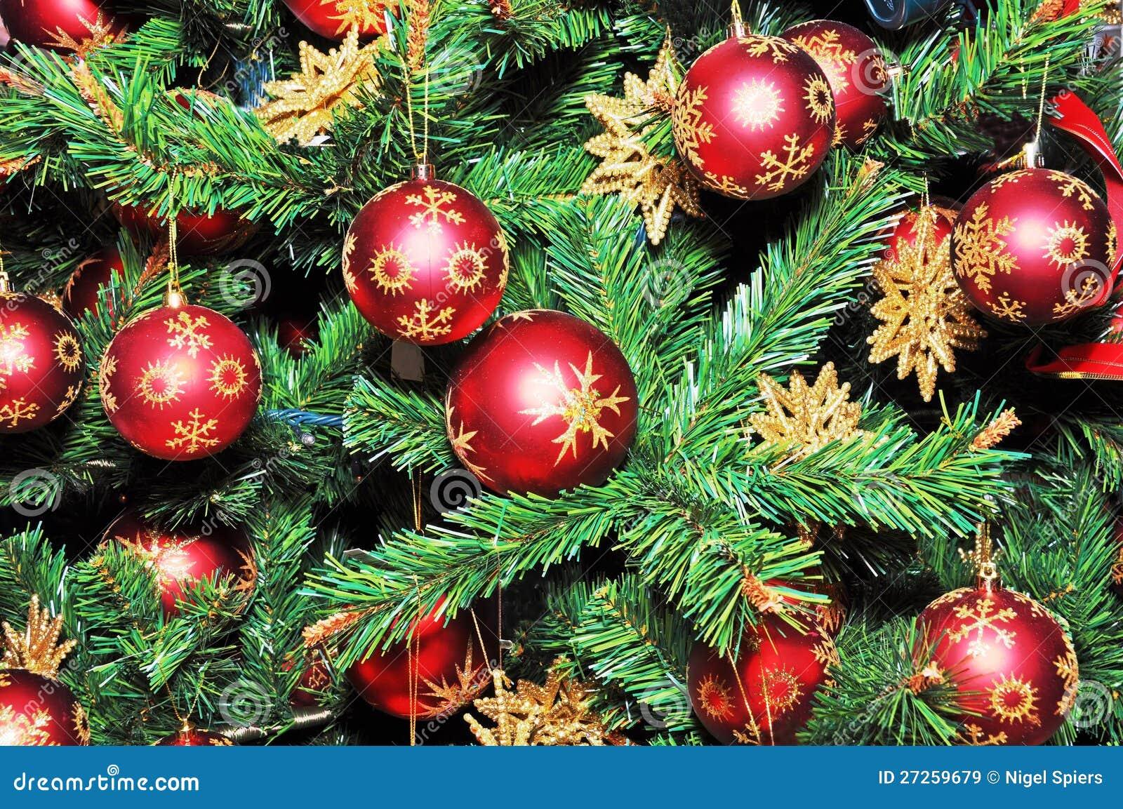 Rbol de navidad adornado con las bolas rojas imagen de for Arbol de navidad con bolas rojas