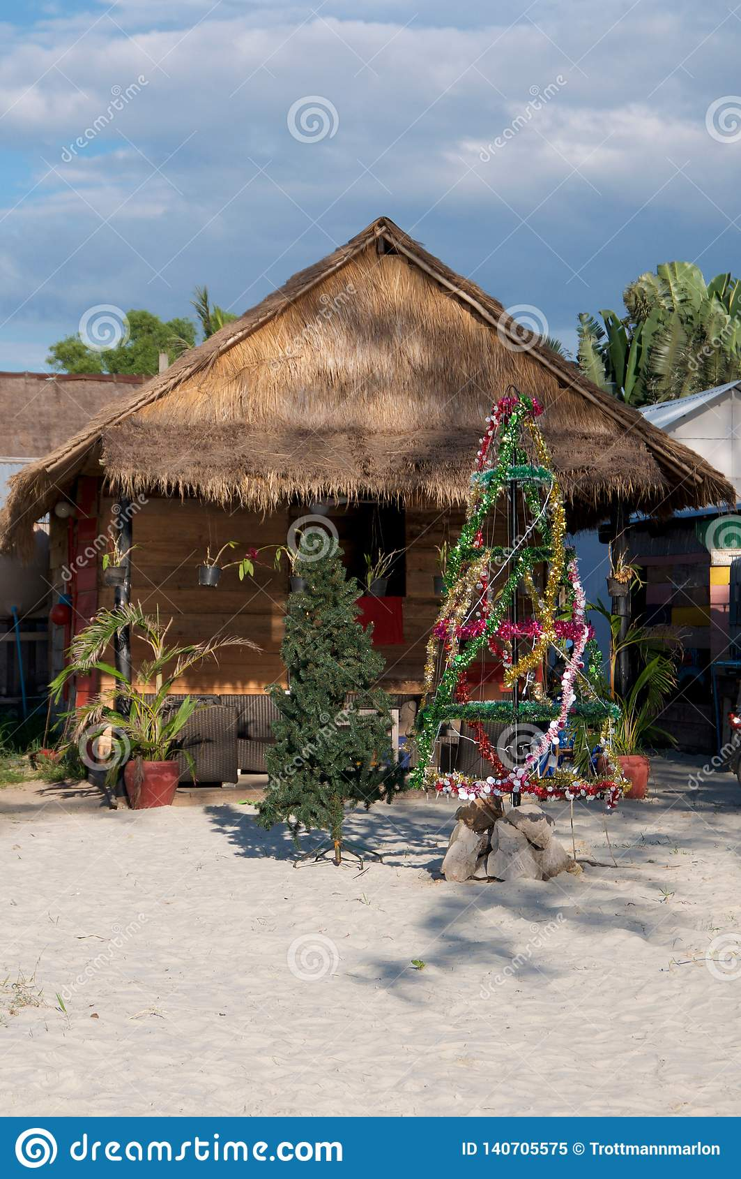 Árbol de navidad en la playa