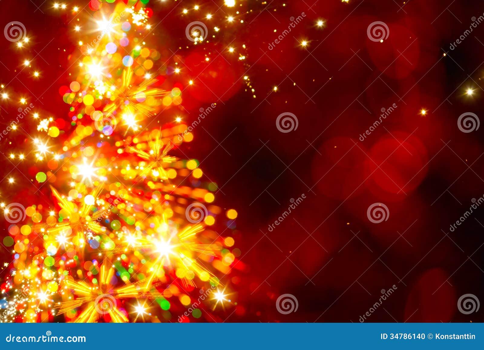 Árbol de navidad ligero de oro abstracto en fondo rojo
