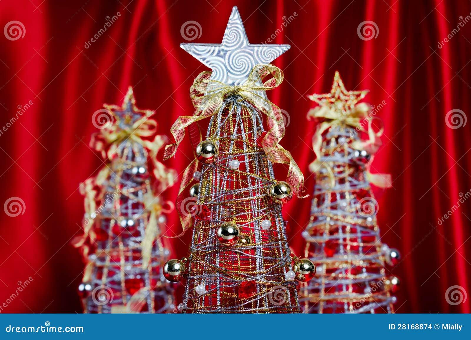 Rboles de navidad del alambre en fondo rojo imagenes de - Arbol de navidad de alambre ...