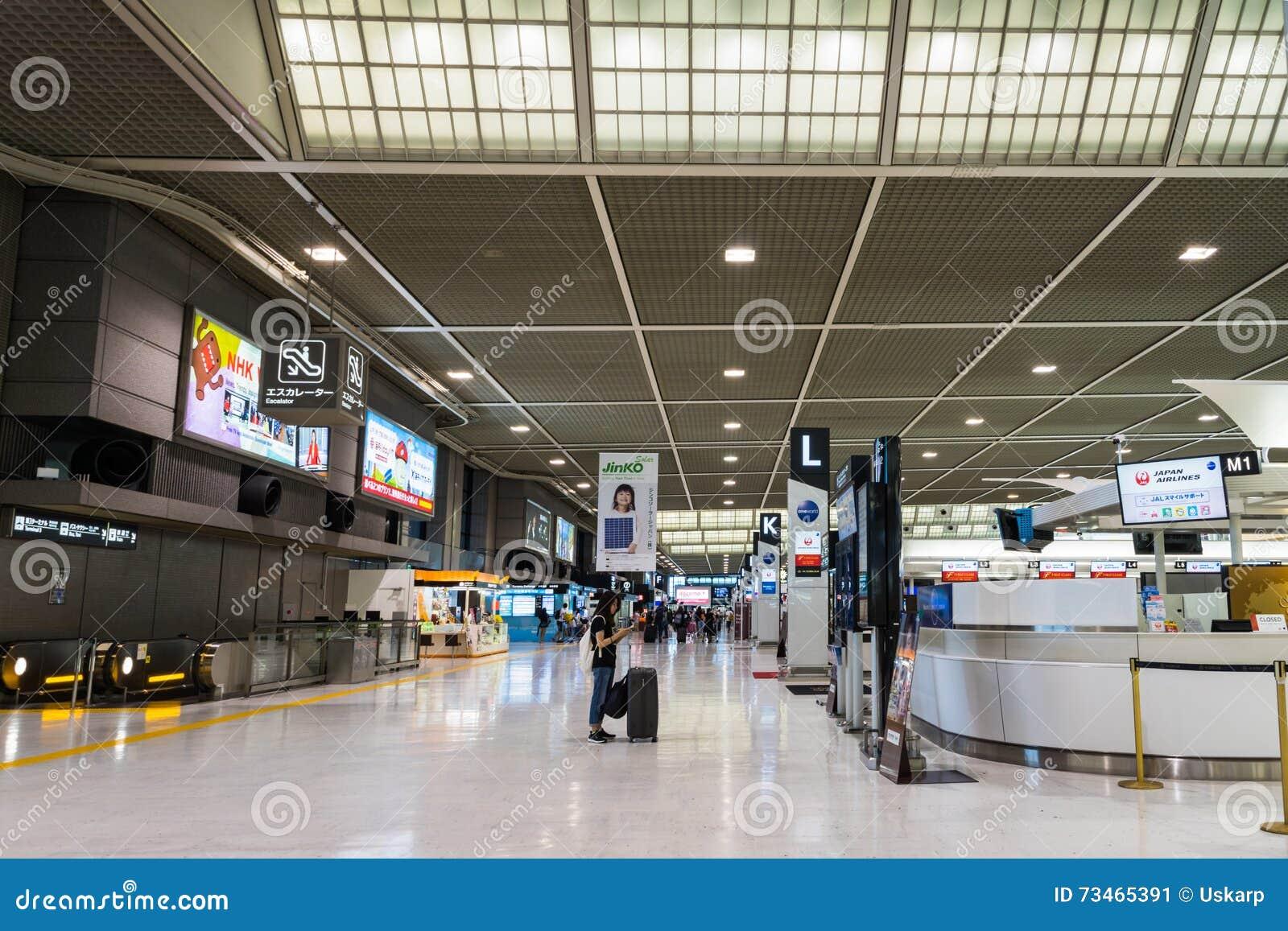 Área da partida no aeroporto internacional de Narita, Tóquio, Japão