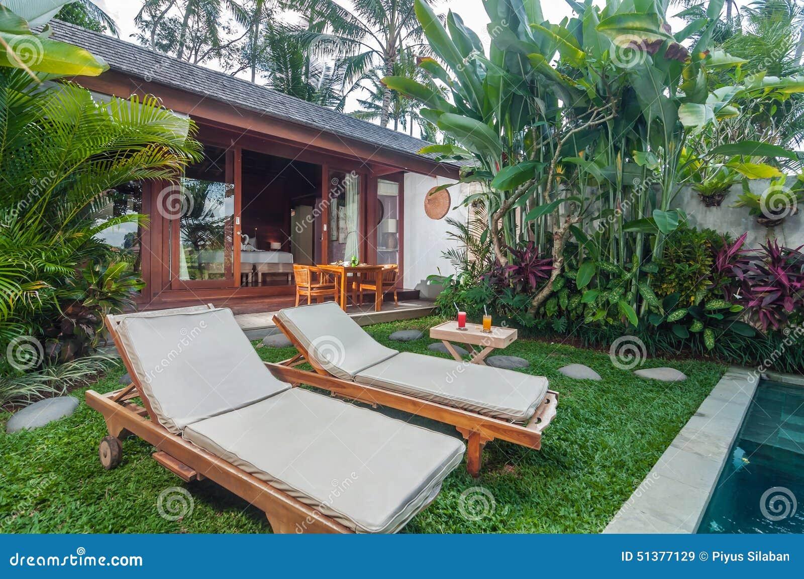 Rea da piscina exterior da casa de campo luxuosa de bali for Piscina climatizada campo de tiro salamanca