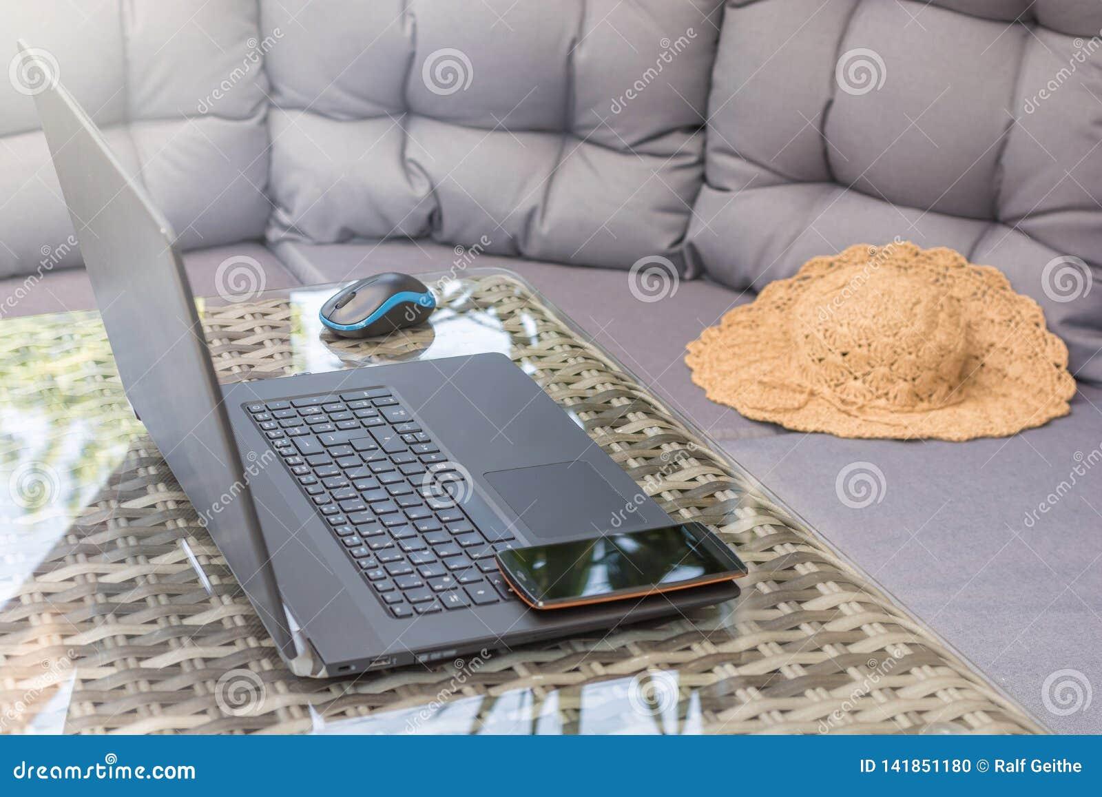 A área da sala de estar é usada para o trabalho da casa