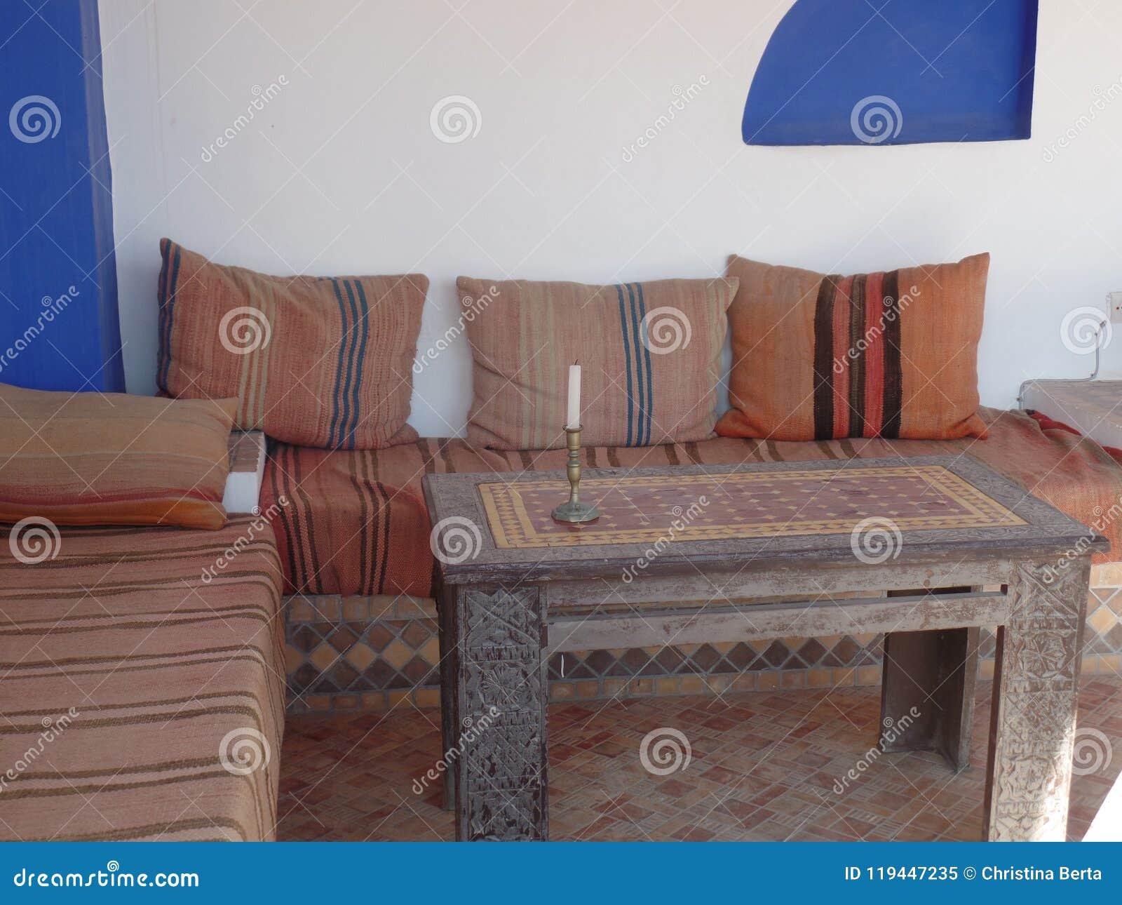 Área de assento marroquina tradicional típica